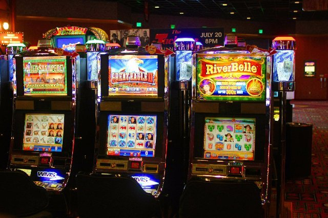 Сыграйте в онлайн игровые машины на деньги на сайте клуба Победа